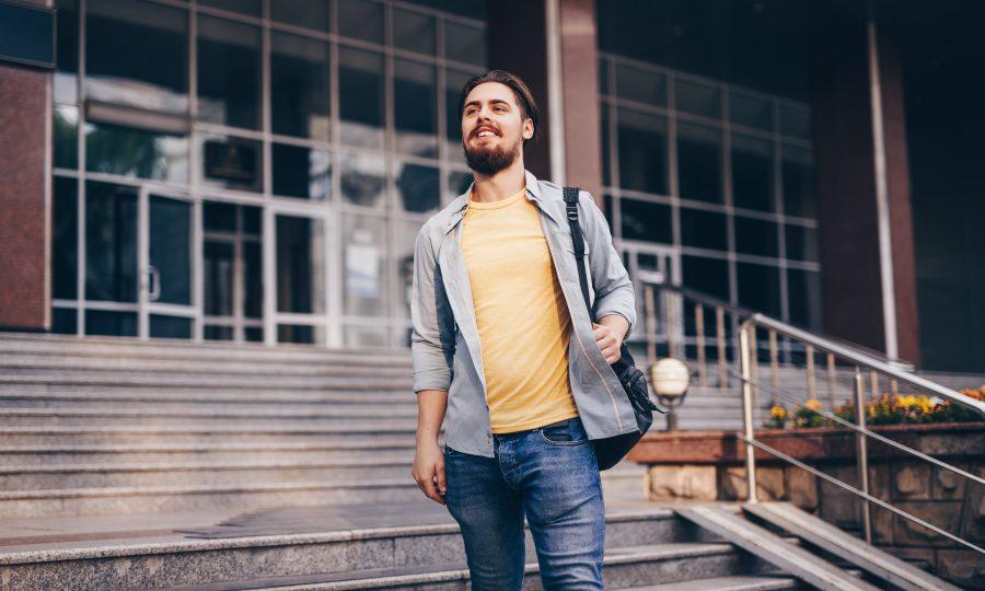 Student verlässt Uni