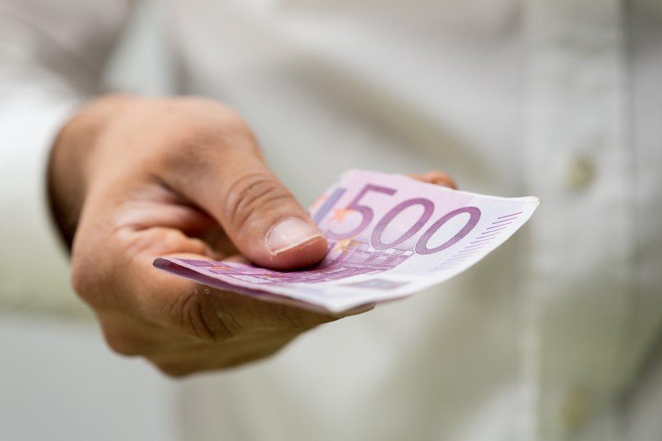 500 Euro schein in der Hand