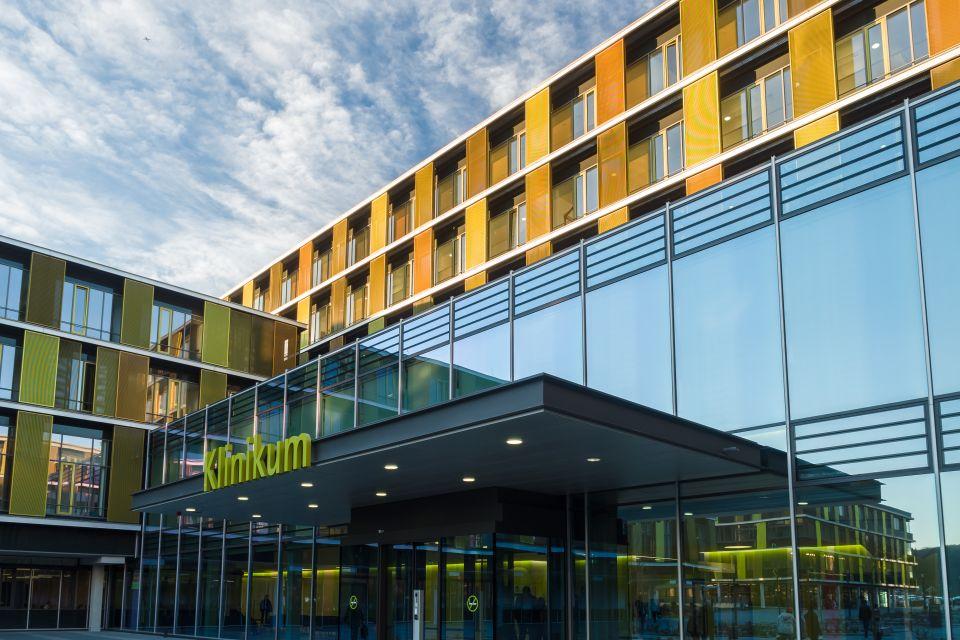 Aussenansicht Klinikgebäude