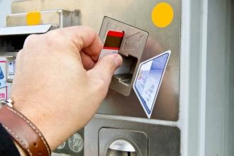 Geldkarte in Automat